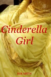 Mujer vestida de epoca con guantes amarillos